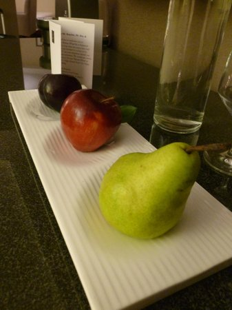 Battery Wharf Hotel, Boston Waterfront : welcome amenity