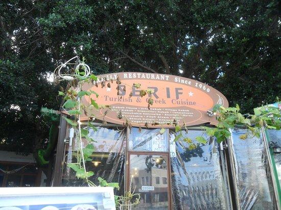 Serif Taverna: esterno
