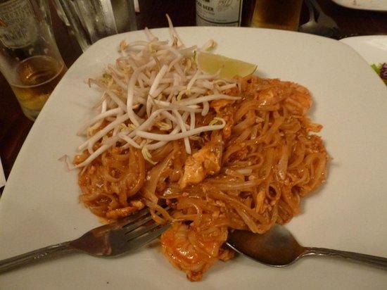 Pam Real Thai: prawn pad thai - have had better!