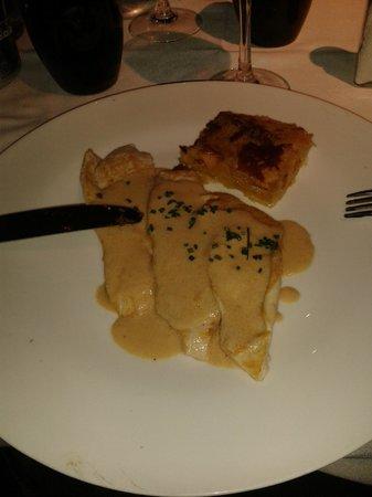 Balthazar: Escalopines de Pollo con salsa de foie y gratén de patata. Correcto