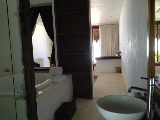 The Beach Tulum: bathroom and room
