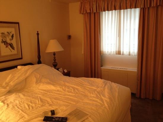State Plaza Hotel : chambre