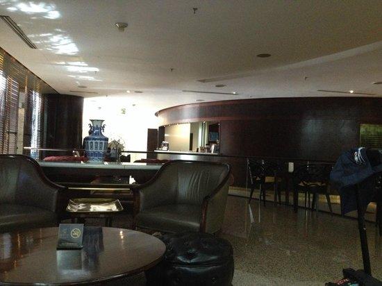 LIDOTEL Centro Lido Caracas: Lobby, vista desde el bar