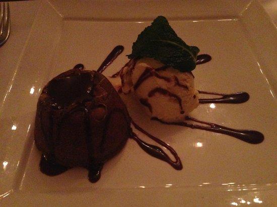 Bistrot De Paris : Coulant au chocolat. Delicioso! O sorvete poderia ser maior...
