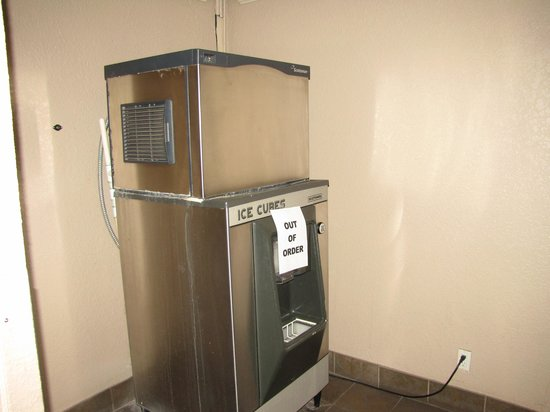 London Bridge Resort : broken ice machine
