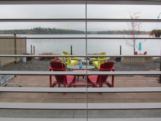 Sheridan Lake Bed and Breakfast: View of the private patio, dock & lake