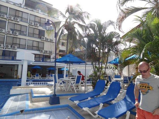 Sol Caribe San Andres : La piscina y parte del hotel Sol Caribe Centro