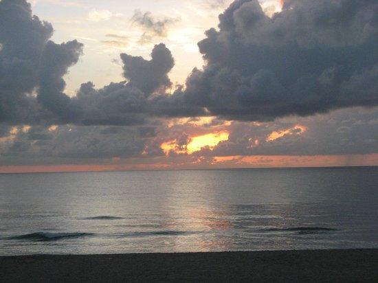 Sunrise at the Manta Ray Inn