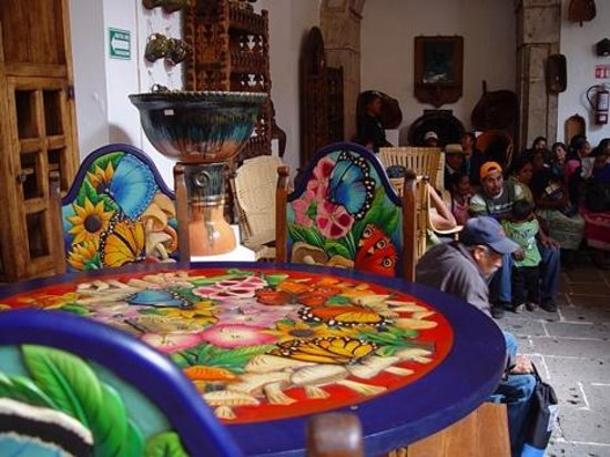 Morelia, Meksiko: halls of carving, pottery and furniture