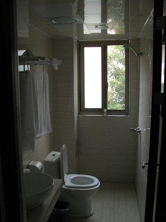 Yijiaqin Hotel : bathroom