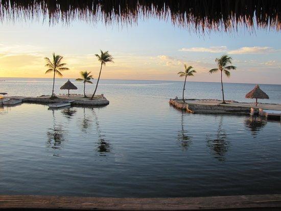 Chesapeake Beach Resort: sunrise from a tiki hut
