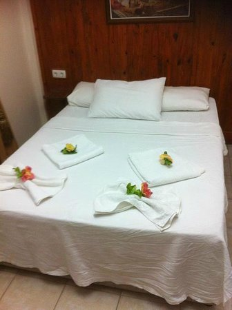 Dalyan Terrace Hotel: BED DECOR 1