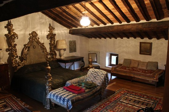Castello di Potentino: Our master bedroom. Perfect for the baby. My daughter said it was the Queen's bed.
