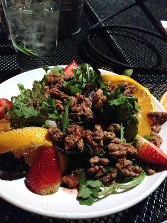 Picazzo's Organic Italian Kitchen: Spinach Pecan salad