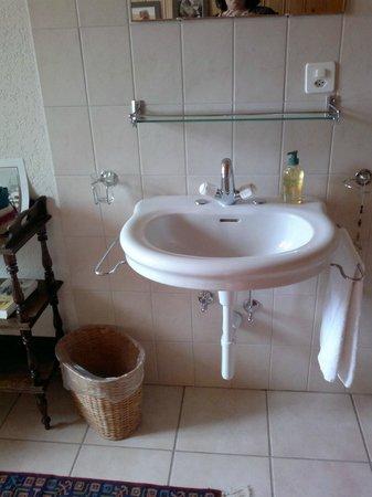 Hotel la Chaux-d'Abel: Zimmerbrünneli