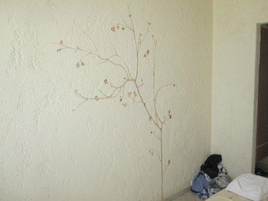 Golden Beach Hotel: room 2 wall