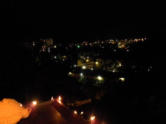 Evita's Italian Restaurant: Beautiful View Even At Night.