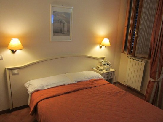 Hotel Europa: bedroom