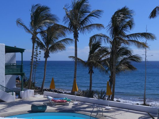 Bungalows Velazquez : Pool area showing rooms 1 & 2