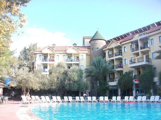 Dosi Hotel: piscine hotel