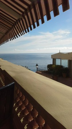 Hotel Royal-Riviera : View of sea from terrace during breakfast
