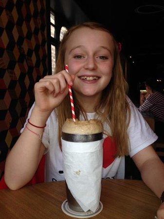 Sygn: coke float = happy girl