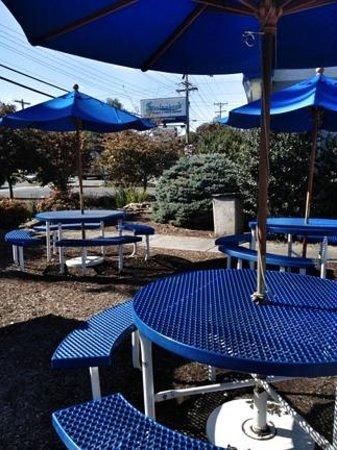 Spelunker's Frozen Custard and Cavern Burgers : outside