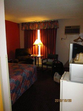 Prime Rate Inn - Burnsville: room