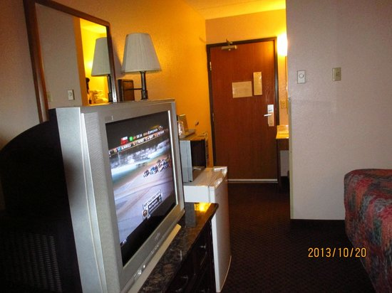 Prime Rate Inn - Burnsville: room in motel