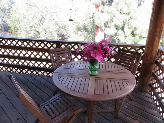 Evergreen Haus : dining area on deck