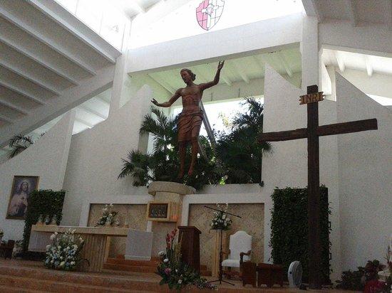 Parroquia de Cristo Resucitado: Escultura del Maestro.