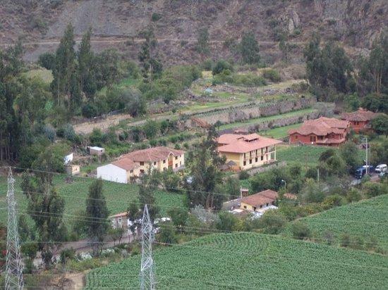 Tunupa Lodge: vue sur l'hotel depuis les ruines d'ollantaytambo