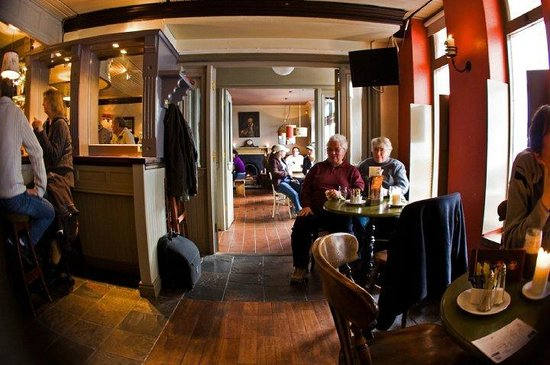Guys Bar & Snug: Interior