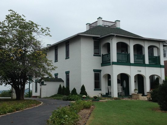Cliff Manor Inn : the manor