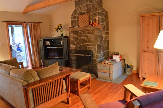 Sylvania Country Lodging: The living room