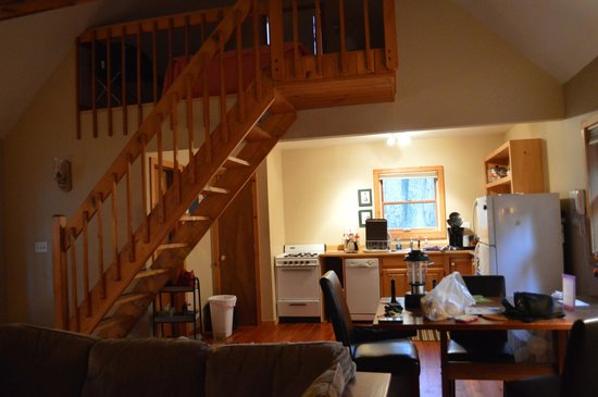 Sylvania Country Lodging: The kitchen and loft