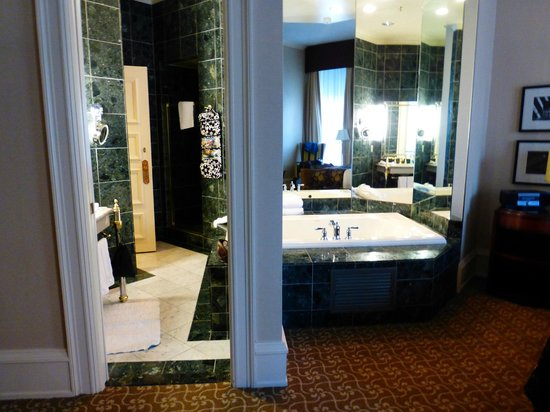 The Pfister Hotel : Marble jacuzzi