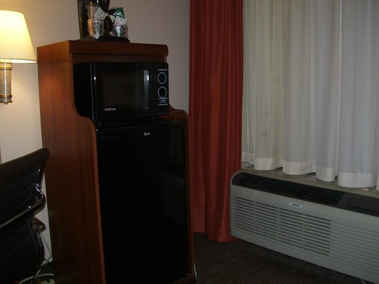 Quality Inn & Suites: Micro-Fridge and Coffee Maker