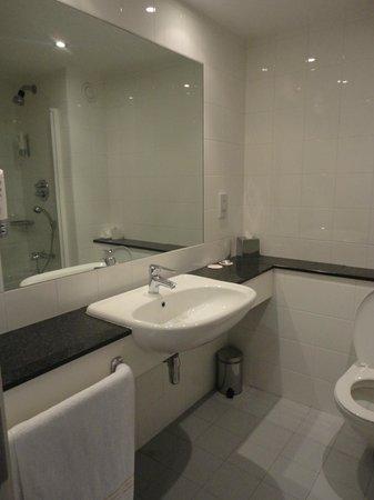 Maldron Hotel Smithfield: Bathroom