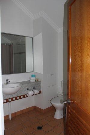 Burnett Riverside Motel : Bathroom