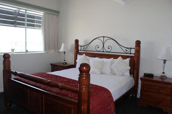 Burnett Riverside Motel : Bed