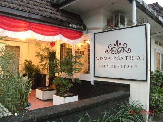 Wisma Jasa Tirta Ijen Heritage: Entrance to Guesthouse Wisma Jasa Tirta I