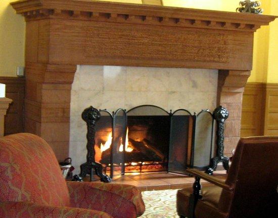 Hotel Colorado : Fireplace