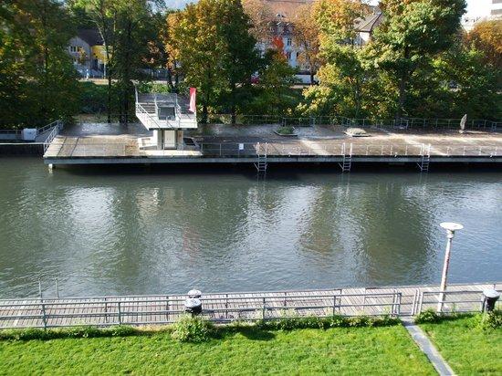 Flussbad Oberer Letten : Oberer Letten sun deck
