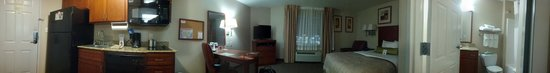 Candlewood Suites Ardmore: panoramic of my room, pleasant and comfortable