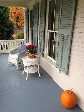 The Woodbridge Inn: Front porch
