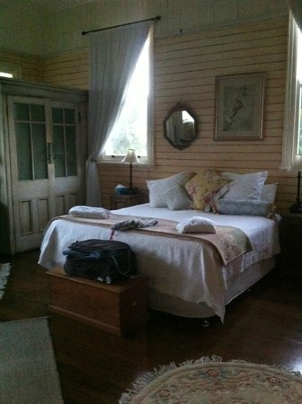 McGowans B & B: main bedroom
