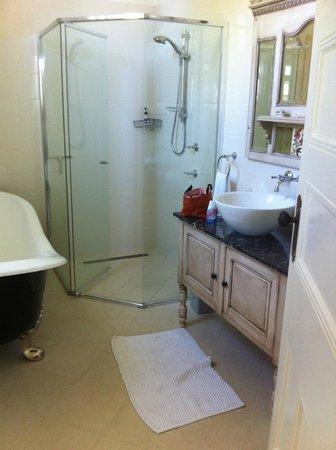 McGowans B & B: the renovated bathroom