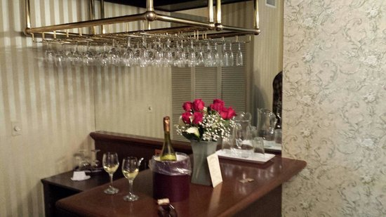 General Palmer Hotel: Note, wine and roses in presidential suite.