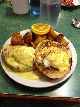 Brandy's Restaurant & Bakery: Eggs Brandy